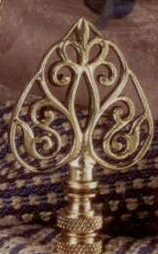 Filigree Arrow Lamp Finial in Polished Brass