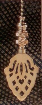Acorn Silhouette Fan Pull Chain in Polished Brass